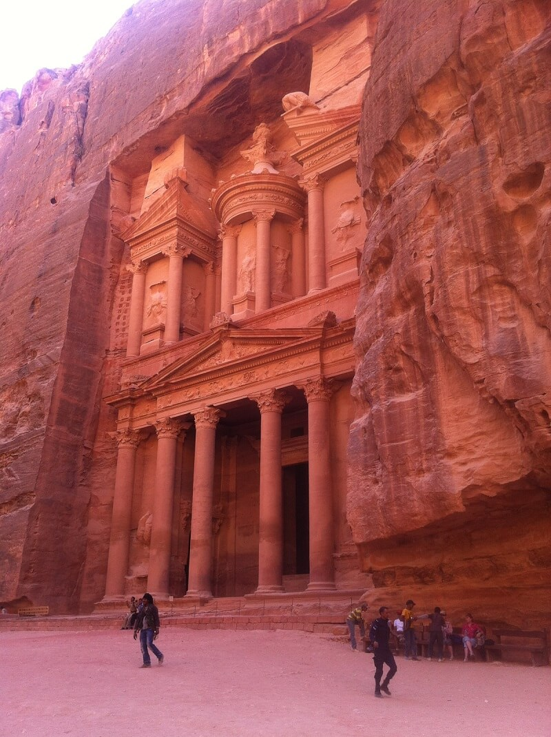 Visit the magnificent city Petra